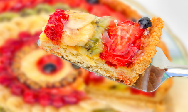 Jednoduchý piškotový dort s ovocem