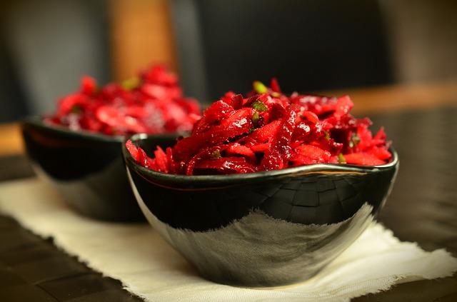 Salát z červené řepy a kuřecího masa